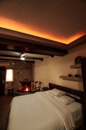 Studio & Fireplace, Guesthouse Kallinikos Pozar cheap rooms jacuzzi fireplace